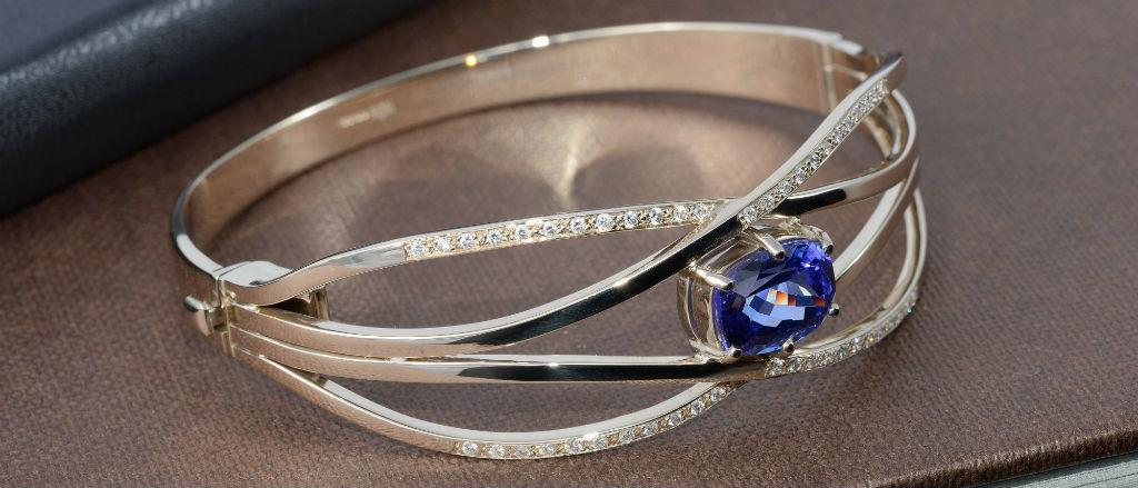 The Goldsmithy 18ct Multi Diamond and Tanzanie Bracelet