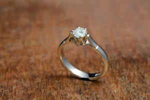 For Sale White gold diamond ring